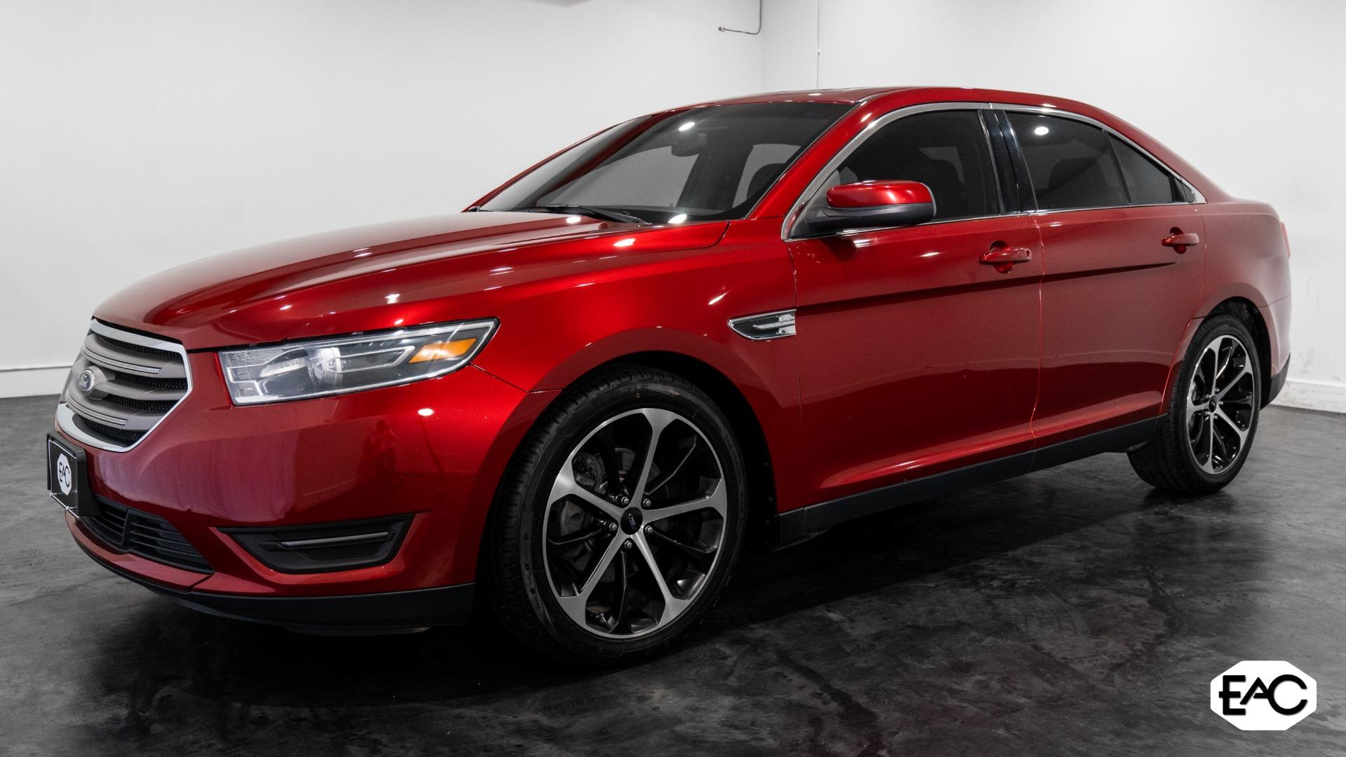 Used 2015 Ford Taurus SEL AWD for sale Sold at Empire Auto Collection in Warren MI 48091 1