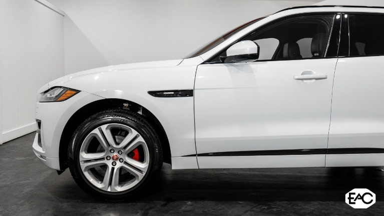 Used 2018 Jaguar F-PACE 25t R-Sport for sale Sold at Empire Auto Collection in Warren MI 48091 2