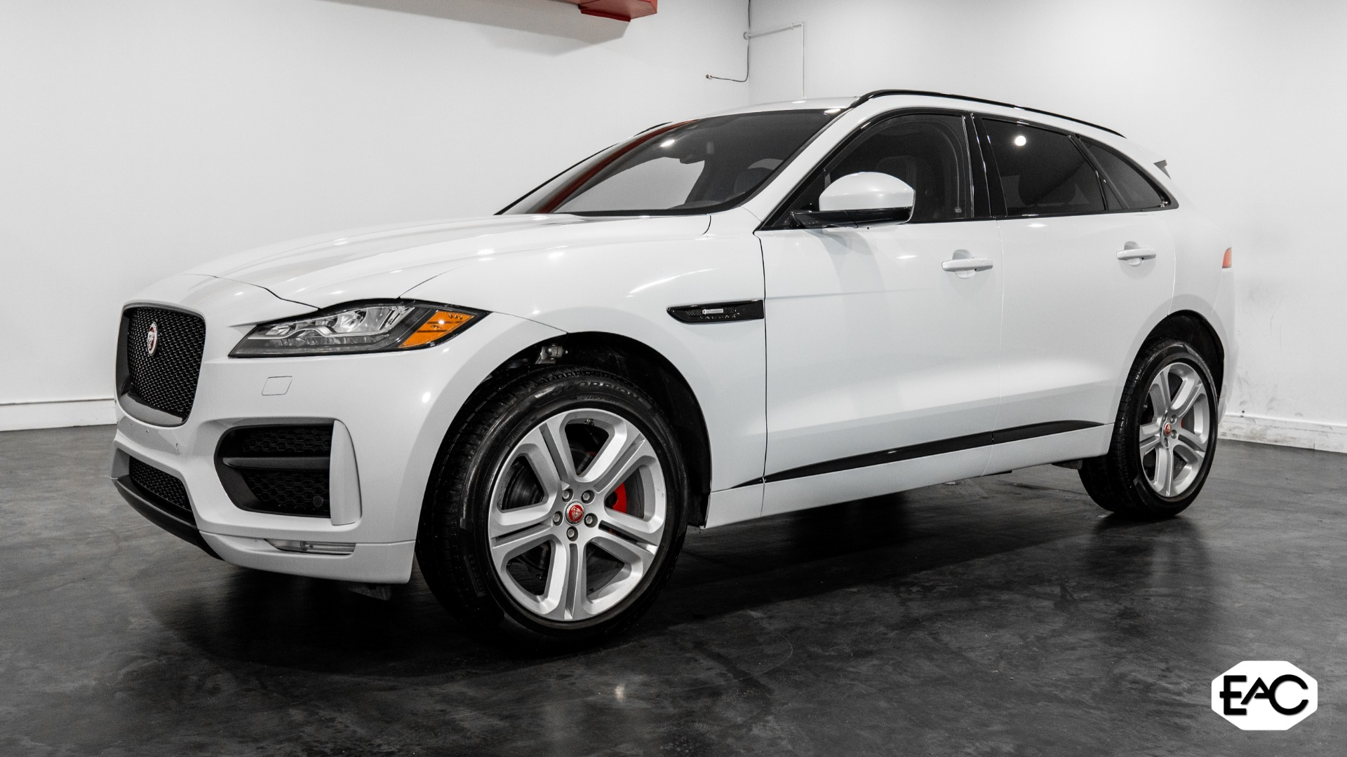 Used 2018 Jaguar F-PACE 25t R-Sport for sale Sold at Empire Auto Collection in Warren MI 48091 1