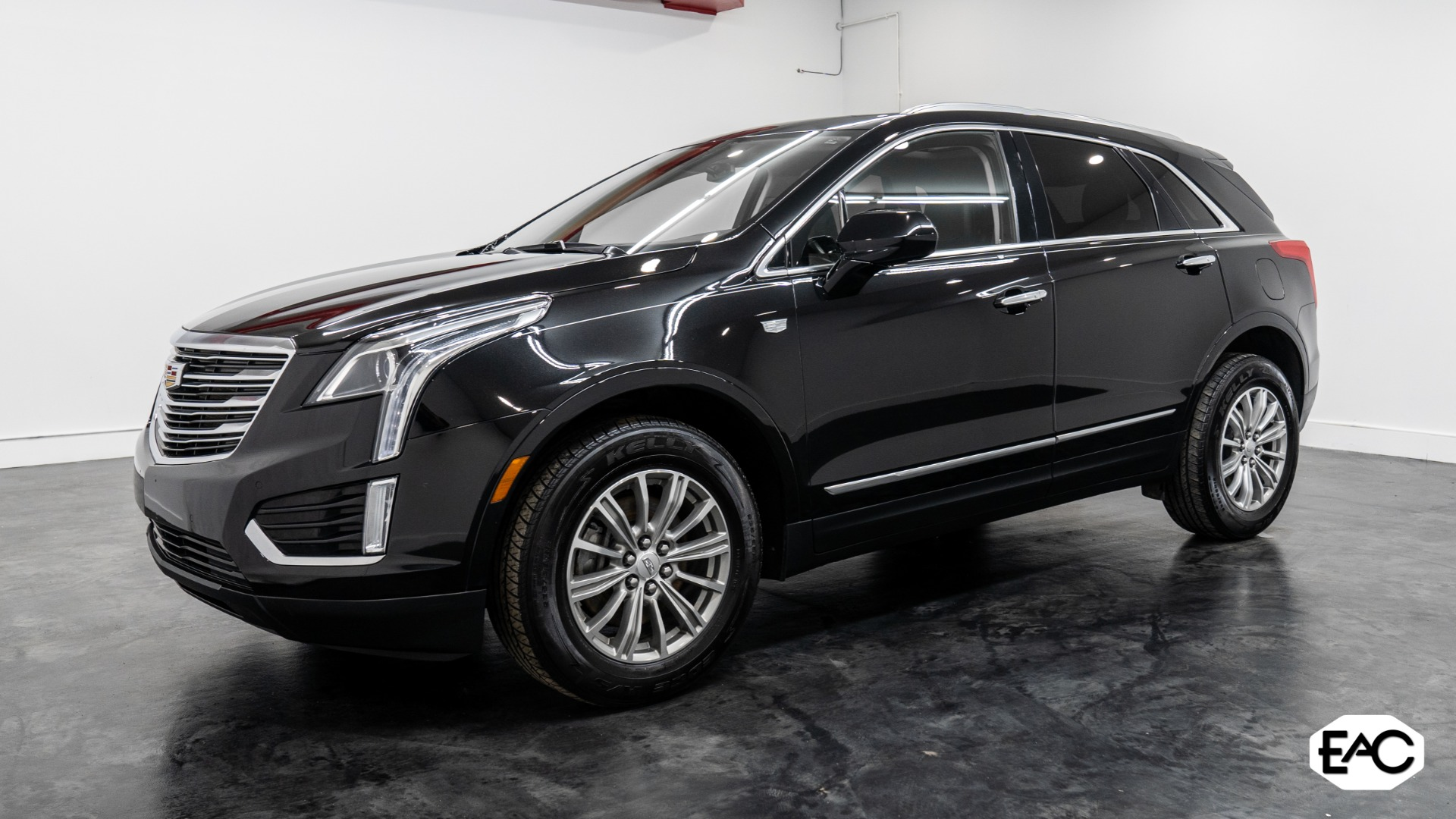 Used 2017 Cadillac XT5 Luxury for sale Sold at Empire Auto Collection in Warren MI 48091 1