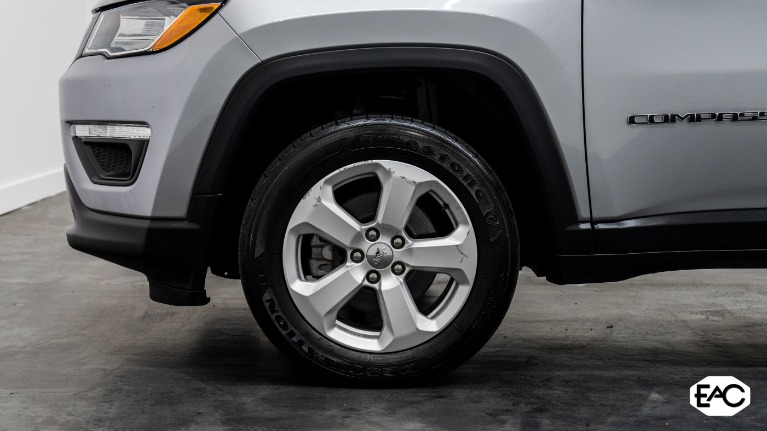 Used 2019 Jeep Compass Latitude for sale Sold at Empire Auto Collection in Warren MI 48091 3