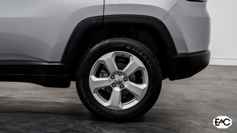 Used 2019 Jeep Compass Latitude for sale Sold at Empire Auto Collection in Warren MI 48091 4
