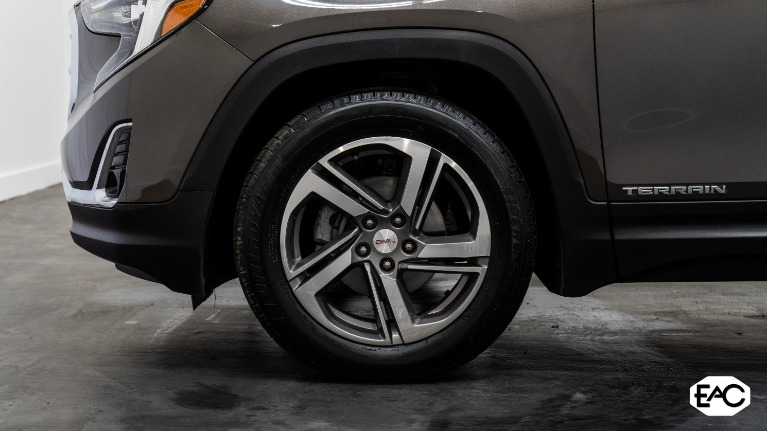 Used 2020 GMC Terrain SLT for sale Sold at Empire Auto Collection in Warren MI 48091 3