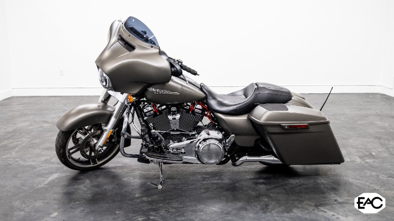 Used 2018 HARLEY DAVIDSON FLHX STREET GLIDE for sale $21,990 at Empire Auto Collection in Warren MI 48091 2