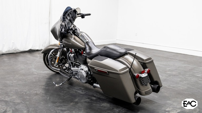 Used 2018 HARLEY DAVIDSON FLHX STREET GLIDE for sale $21,990 at Empire Auto Collection in Warren MI 48091 3