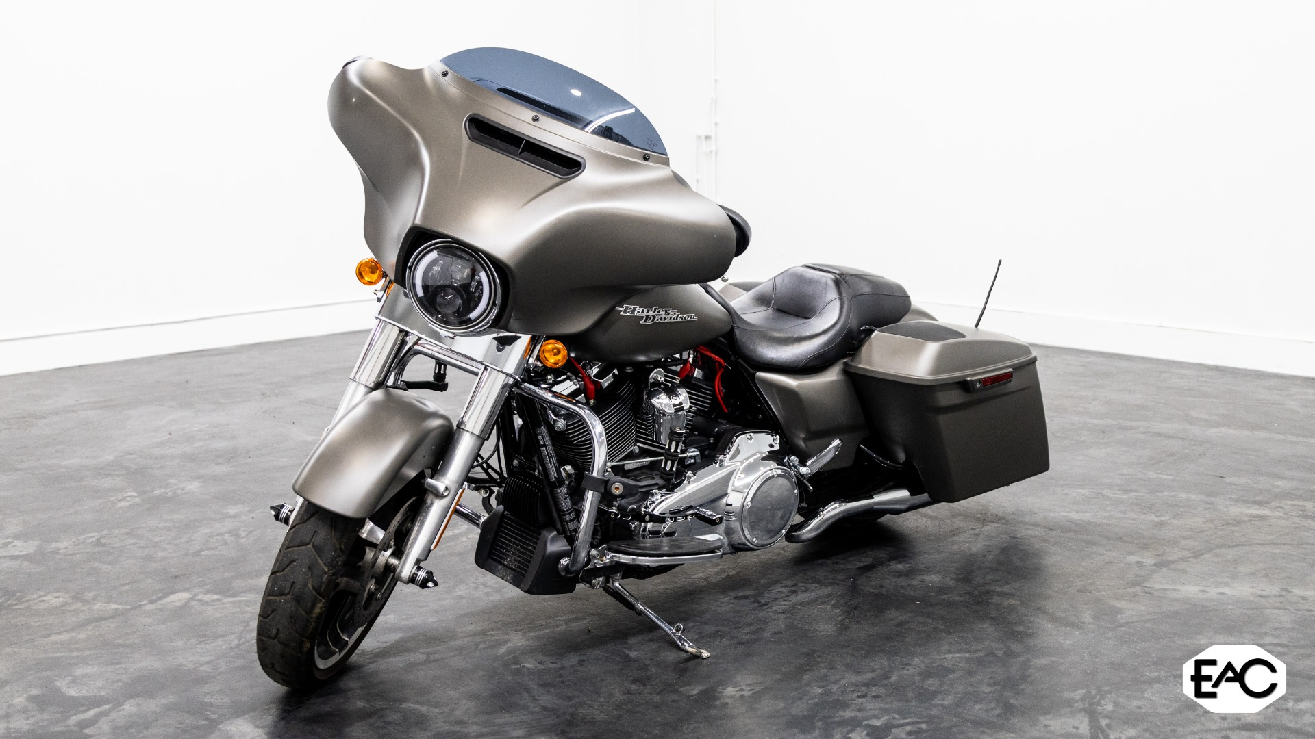 Used 2018 HARLEY DAVIDSON FLHX STREET GLIDE for sale $21,990 at Empire Auto Collection in Warren MI 48091 1