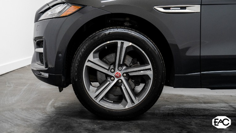 Used 2017 Jaguar F-PACE 35t R-Sport for sale $37,990 at Empire Auto Collection in Warren MI 48091 3
