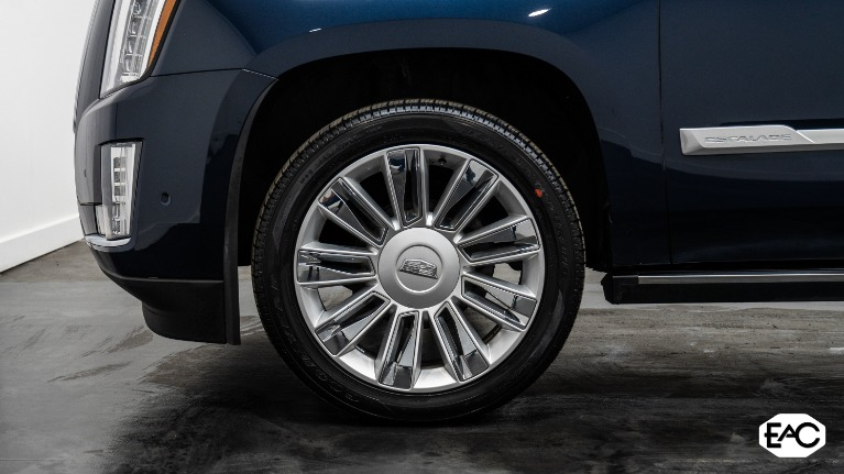 Used 2018 Cadillac Escalade Platinum for sale Sold at Empire Auto Collection in Warren MI 48091 3