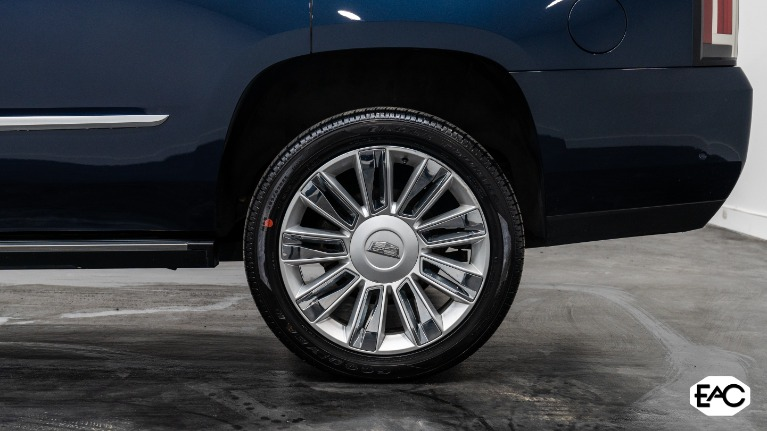 Used 2018 Cadillac Escalade Platinum for sale Sold at Empire Auto Collection in Warren MI 48091 4