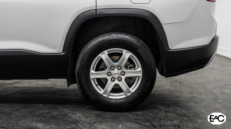 Used 2019 GMC Acadia SLE-1 for sale Sold at Empire Auto Collection in Warren MI 48091 4
