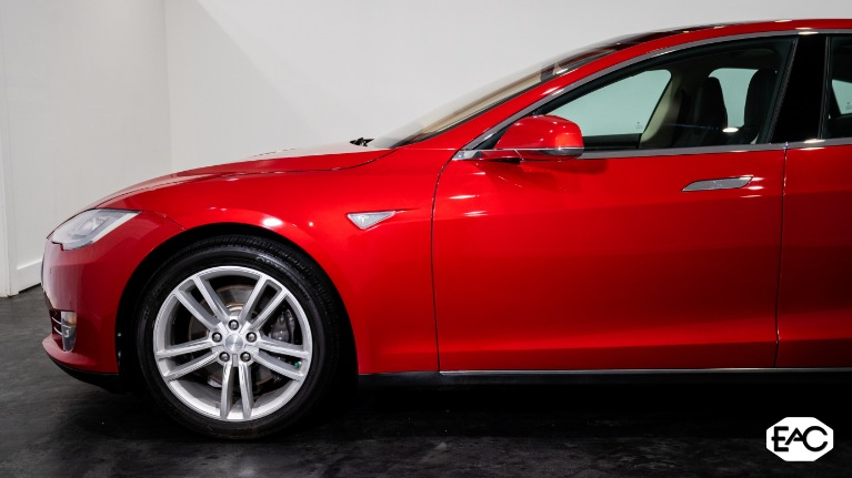 Used 2014 Tesla Model S 85 for sale $36,990 at Empire Auto Collection in Warren MI 48091 2