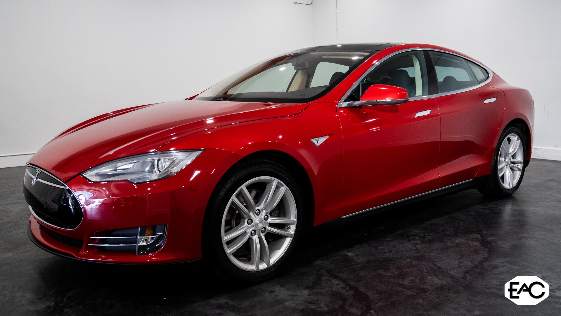 Used 2014 Tesla Model S 85 for sale $36,990 at Empire Auto Collection in Warren MI 48091 1